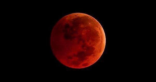 Lună Sângerie