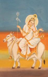 """Ziua 8 (Ashtami Tithi)  Zeita Mahagauri - """"Lustru unu""""  Spre deosebire de forma sa anterioară, aceasta este o formă extrem de strălucitoare a Zeiței - Mahagauri care îndeplinesc dorința munților cu vârf de zăpadă albă.  Ea este radiantă, """"foarte corectă"""", și ca Shiva ea călărește un taur, poartă trident și joacă damaru.  Luminozitatea albă a imaginii ei simbolizează puritatea și inocența naturală a unui copil. Influența ei maternă se spune că este la fel de îngrijitoare ca laptele pentru un copil. Ea acordă dorințe neîndeplinite și dă stabilitate familiei și comunității.  Această Zeiță este condusă de Rahu (nodul nord al Lunii).  Culoarea ei este roză."""